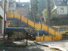 Kindertagesstätte - Fertigung und Montage der Treppe mit Geländer