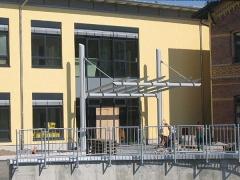 Fertigung und Montage einer Vordachkonstruktion, Geländer